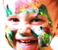 Zoom sur le maquillage pour enfants. Attention à leur peau fragile!